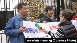 Журналистская акция у здания парламента, 1 апреля 2013