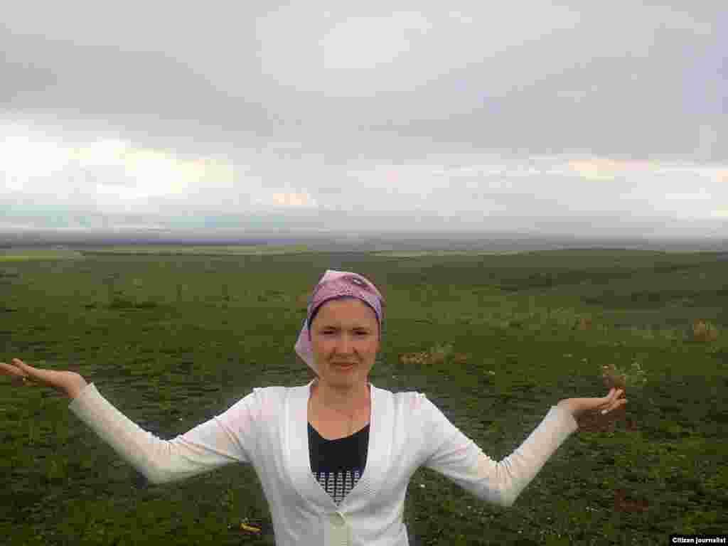 Жайляу. Зеленая равнина у подножья Коктебе (между гор Хан-Тенгри и Сартау). Прислал Жарас Шоке.