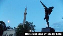 Xhamia dhe Monumenti Engjëllit në Bitol