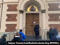 Біля храму УПЦ (МП) у Львові, 22 березня 2020 року