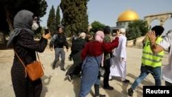 За повідомленнями медиків і поліції, за останні три дні в результаті сутичок постраждали сотні палестинців і понад 20 ізраїльських поліцейських