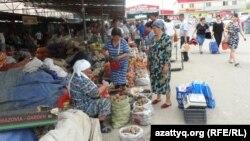 Алаш базары. Шымкент, Оңтүстік Қазақстан облысы, 6 мамыр 2014 жыл.