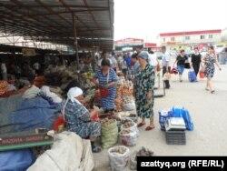 Шымкенттегі «Алаш базары». Оңтүстік Қазақстан облысы, 6 мамыр 2014 жыл.