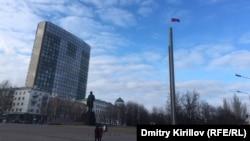 "Российский флаг вместо флага ""ДНР"" на главной площади Донецка"