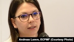 "Journalist Cecilia Anesi speaking at the conference ""(Un)Covered: Investigative Journalism For Europe"" / Photo: Andreas Lamm, ECPMF"