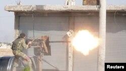 تصویری از یکی از شبهنظامیان وابسته به ترکیه در تلابیض؛ یکشنبه ۲۱ مهر