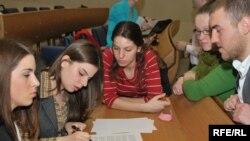 Mladi na jednoj od radionica NVO Kult, ilustrativna fotografija iz arhive, foto: Midhat Poturović