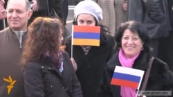 Տասնյակներով պետական աշխատողներ են բերվել հայ-ռուսական արձանի բացմանը
