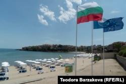 Пляж у місті Созополі на чорноморському узбережжі Болгарії, липень 2020 року
