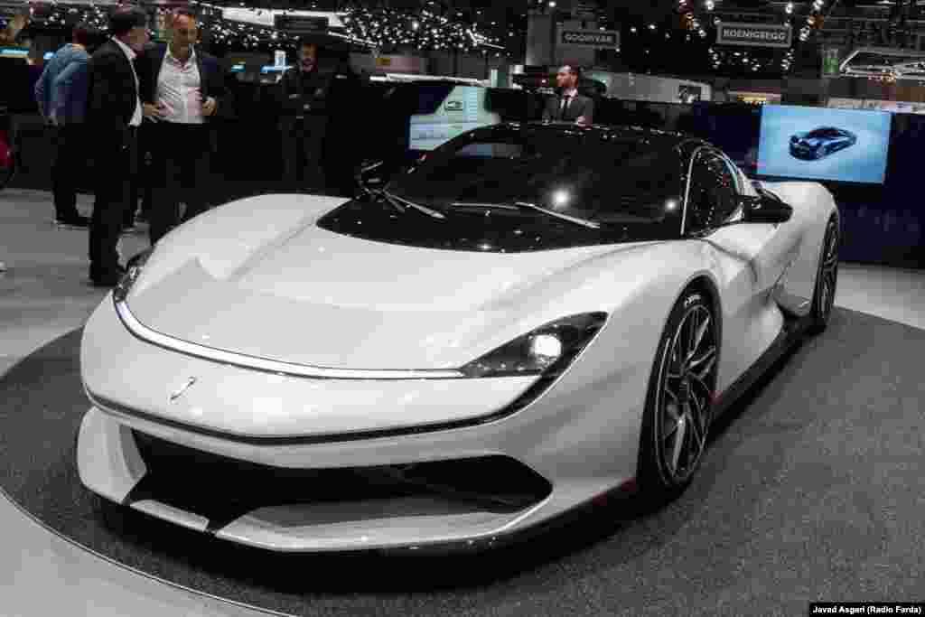 قویترین خودروی الکتریکی جهان باتیستا نام دارد؛ ۱۹۰۰ اسب بخار قدرت و گشتاور اعجابآور دو هزار ۳۰۰ نیوتن متری دارد.