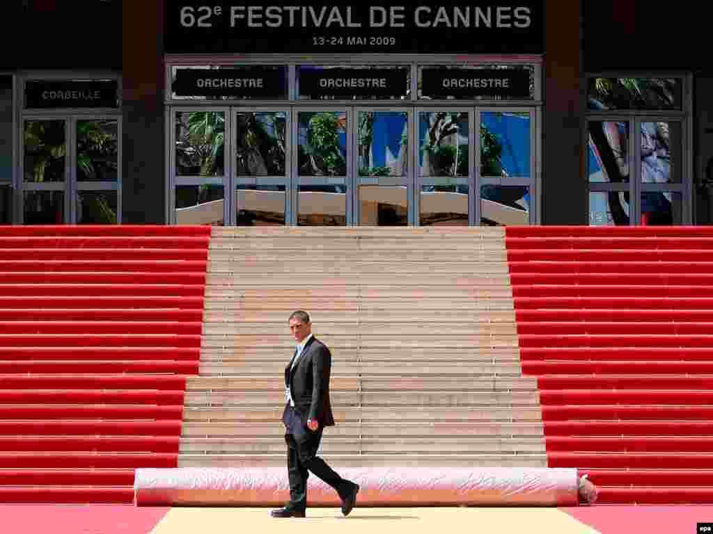 Во французском городе Канны сегодня открывается традиционный международный кинофестиваль