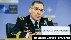 Генерал Кертис Скапарроттти, командующий Верховным главнокомандованием силами НАТО в Европе, проводит пресс-конференцию. Брюссель, 17 января 2018 года.