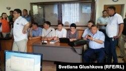 «Азбука жилья» үлескерлерінің адвокаттары сотта отыр. Астана, 13 шілде 2016 жыл.