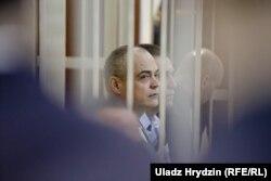 У цэнтры — Фелікс Касьпяровіч