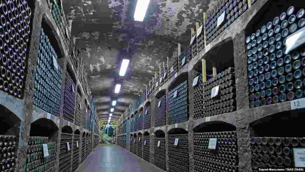 Подвал винзавода «Массандра», где хранятся и выдерживаются коллекции вин