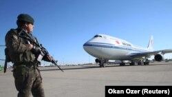 Самолет руководителя Китая приземлился в Турции в 2015 году