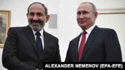 Ռուսաստանի նախագահ Վլադիմիր Պուտինը Կրեմլում ողջունում է Հայաստանի վարչապետի պաշտոնակատար Նիկոլ Փաշինյանին, Մոսկվա, 27-ը դեկտեմբերի, 2018թ.