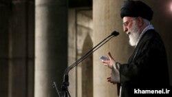 رهبر ایران در نماز عید فطر، «برداشتهای غیرمنصفانه و ظالمانه از بیتالمال» را «خیانت به آرمانهای اسلامی» توصیف کرد.