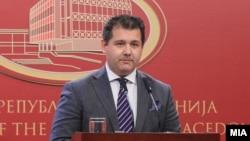 Портпаролот на Влада, Миле Бошњаковски