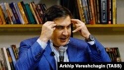 Михаил Саакашвили обрушился с критикой на Тбилиси и Киев, обвинив правительства двух стран в сговоре с целью избавиться от него