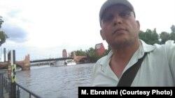 مازیار ابراهیمی از شکنجهها و فشارهایی پرده برداشت که طی سالهای ۹۱ تا ۹۳ عوامل وزارت اطلاعات ایران بر او وارد آوردند.