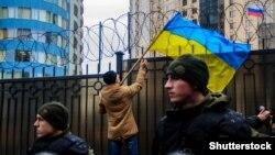 Акция протеста у здания российского консульства в Одессе. Архивное фото.