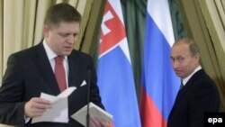 Vladimir Putin (right) looks on as Slovak Prime Minister Robert Fico addresses a joint news conference after a meeting in Moscow in 2009.