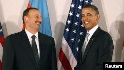 Arxiv fotosu: ABŞ prezidenti Barack Obama (sağda) Azərbaycan Presidenti İlham Əliyevlə Nyu-Yorkda görüş zamanı. 24 sentyabr 2010