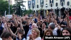 После протестных акций в Тбилиси российско-грузинские отношения резко пошли на спад