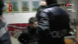 Італійські поліцейські затримали трьох підозрюваних у підготовці вибуху в Венеції (відео)