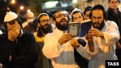 Украиналық еврейлер Жаңа жыл мейрамын тойлап тұр. Умань, 4 қыркүйек 2013 жыл