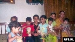 عائلة عراقية محتفلة بمناسبة ليلة زكريا (Iraqi family on the night Zakaria fasting)