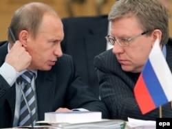 Vladimir Putin (left) and former Russian Finance Minister Aleksei Kudrin (file photo)