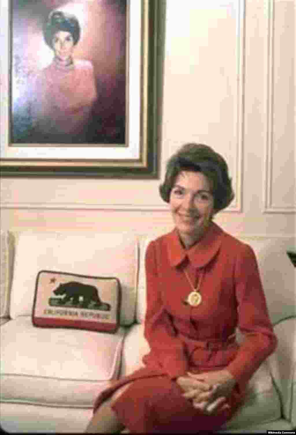 Нэнси Рейган в статусе первой леди Калифорнии (1967-1975 годы)