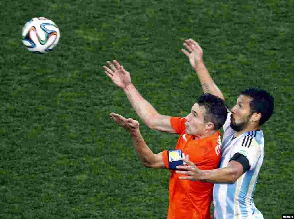 Аргентина бар тими Ҳолланд аз рӯи пеналтӣ бо ҳисоби 4-2 ғолиб шуд