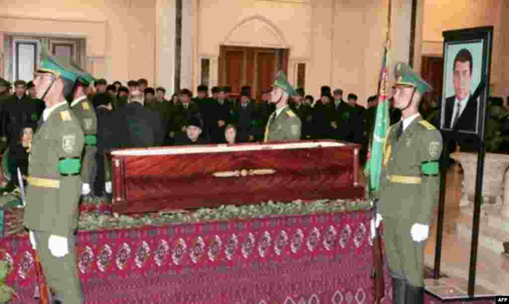 "An honor guard stands by Niyazov's coffin in Ashgabat as mourners file past (AFP) - ""The people are mourning,"" Drabok continued, ""but they are mourning in an organized fashion. They were brought to the presidential palace where Turkmenbashi's coffin was on display in columns."""