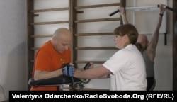 Олександр Лобанов на тренажерах після двох років нерухомості