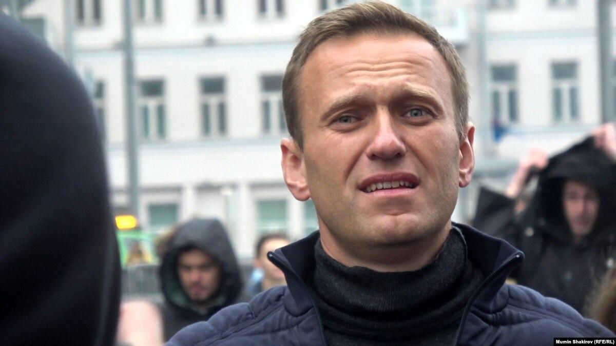 Российский оппозиционер Навальный сообщает о блокировании счетов членов семьи