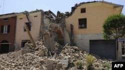 У Сан-Феліче-суль-Панаро землетрус 29 травня 2012 року зруйнував старовинну вежу