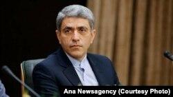 علی طیبنیا، می گوید ایران در تلاش است با عرضه و فروش اوراق قرضه دولتی، به بازارهای بینالمللی بازگردد