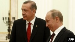 Встреча президента России Владимира Путина (справа) и премьер-министра Турции Реджепа Эрдогана в Москве (архив)