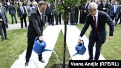 Prezidentlər İlham Əliyev və Boris Tadic Belqradda «Taşmaydan parkı»nın açılışında, 8 iyun 2011