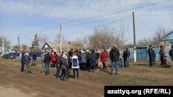 Покатиловка ауылындағы жиынға қатысушылар.