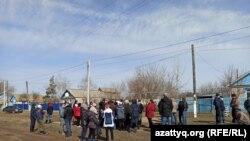 Жители села Покатиловка на сходе.