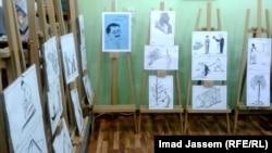 جانب من معرض كاريكاتير للفنان إحسان الفرج الذي يستذكر فيه الفنان الراحل مؤيد نعمة.