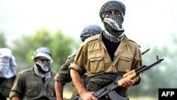 Arxiv foto: İraqdakı PKK yaraqlıları.