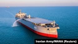 تصویری از ناو-بندر مکران در جریان رزمایش نیروی دریایی ارتش