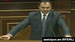 Артур Давтян в Национальном собрании Армении, 13 сентября 2016 г.