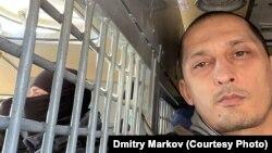 Дмитрий Марков в автозаке после акции у Мосгорсуда 2 февраля. (Архивное фото)