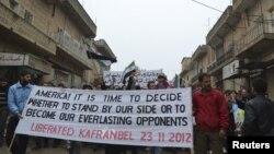 Pamje e protestave kundër presidentit sirian Bashar al-Assad në një lokalitet afër qytetit Idlib